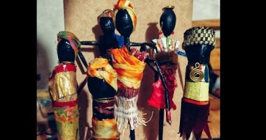 Photo of إسراء تعيد إحياء الأزياء الأفريقية التقليدية بأعواد الشيش طاووق وبواقى الخيش