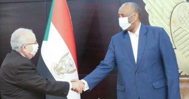 Photo of وزير خارجية الجزائر لرئيس مجلس الانتقالي السوداني: مستعدون للمساهمة في حلول سلمية بالمنطقة